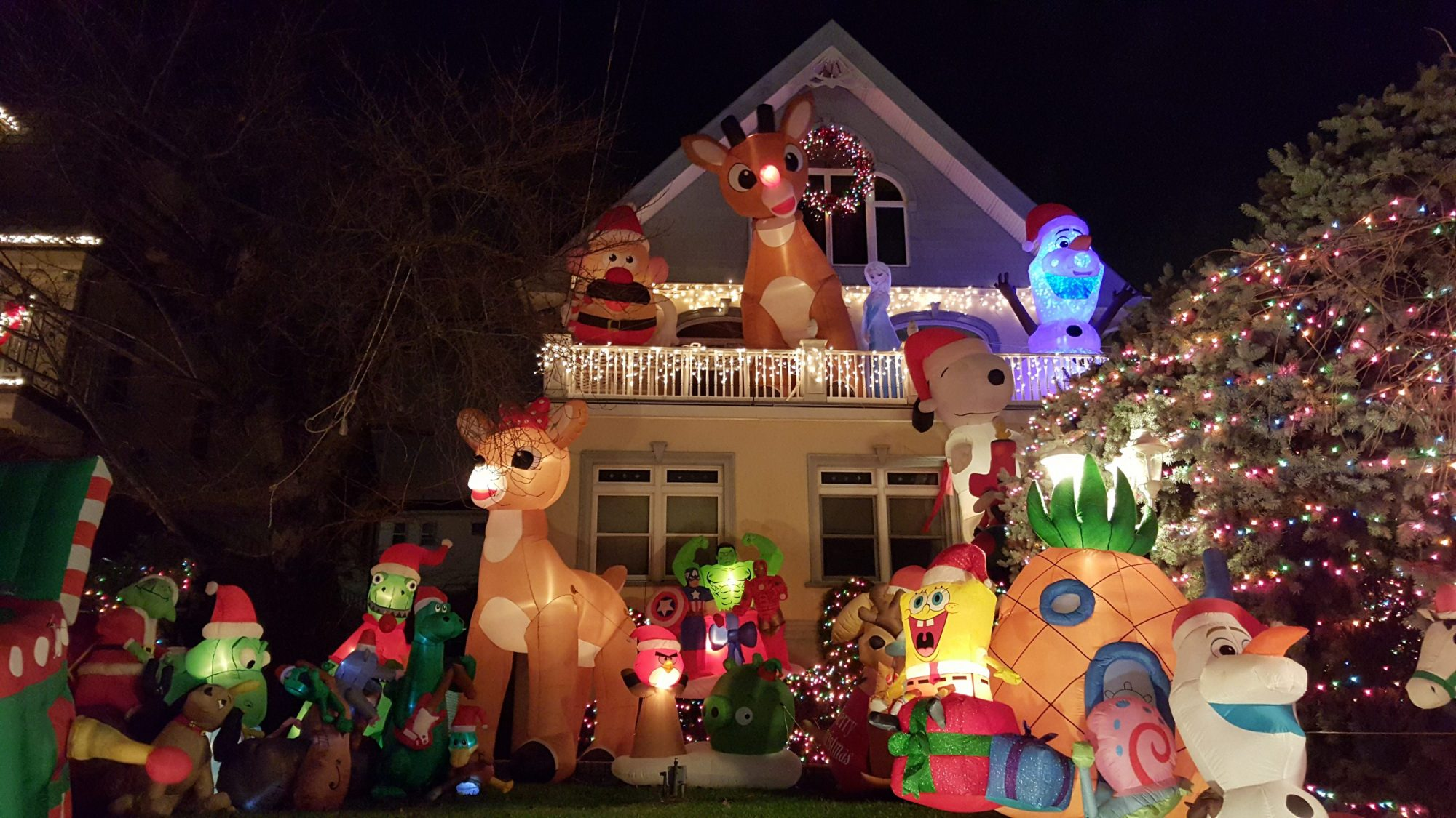 Dyker Heights Brooklyn Christmas Lights.Dyker Heights Christmas Lights Bus Tour 2016