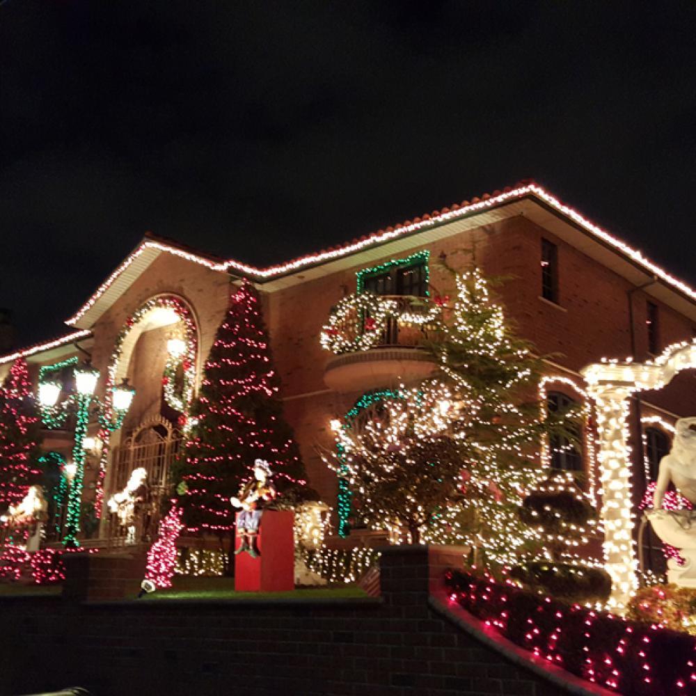 Dyker Heights Christmas Lights Tour - TourAmericaNYC.com
